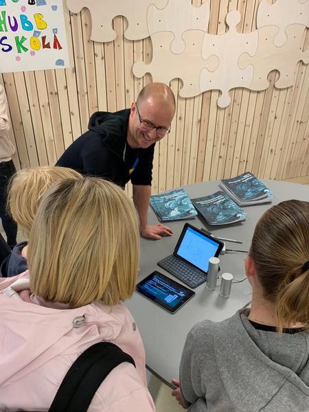 Teknologiförståelse på danska lärarutbildningar, IoT-hubb Skola och två forskarintervjuer