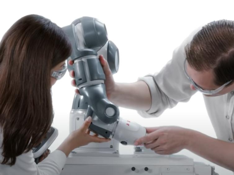 Robotisering i Lunds kommun, modern robotik på industriprogrammet samt utbildningens framtider
